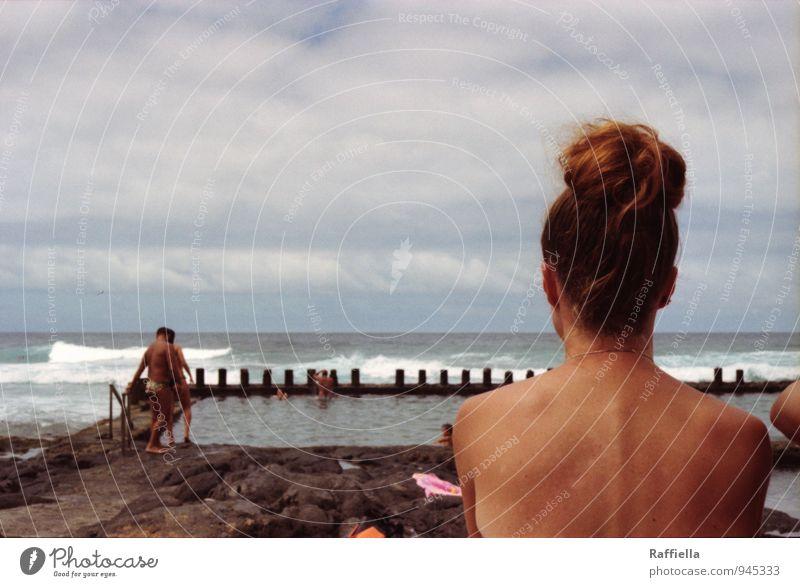 - Himmel Jugendliche blau Junge Frau Wasser Meer Wolken Ferne 18-30 Jahre Erwachsene Wärme feminin Küste Haare & Frisuren Schwimmen & Baden Kopf