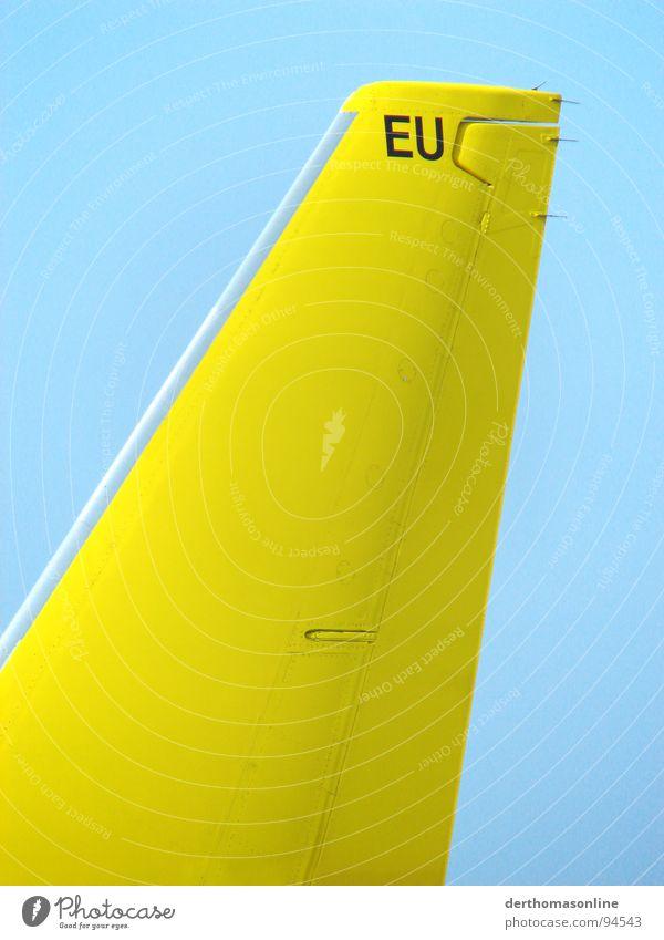 auf und davon Himmel Sommer Ferien & Urlaub & Reisen gelb Flugzeug Beginn Europa Luftverkehr Bodenbelag Tragfläche Flughafen Stahl Flugzeuglandung Fernweh