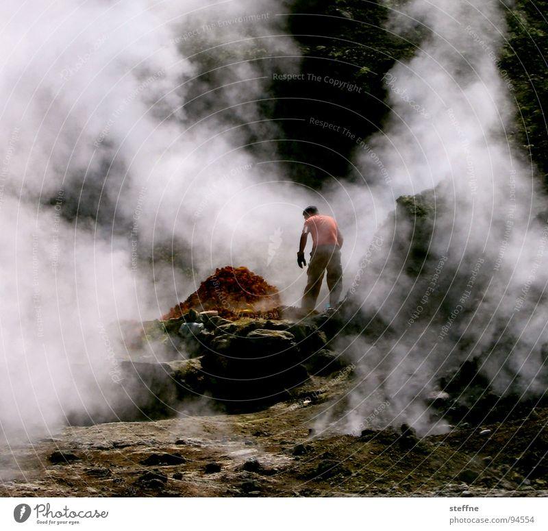 Vulkanarbeiter Italien Neapel Schwefel Arbeiter Rauch Physik Arbeit & Erwerbstätigkeit rot gelb schwarz weiß grün Tourist Souvenir Dienstleistungsgewerbe Feuer