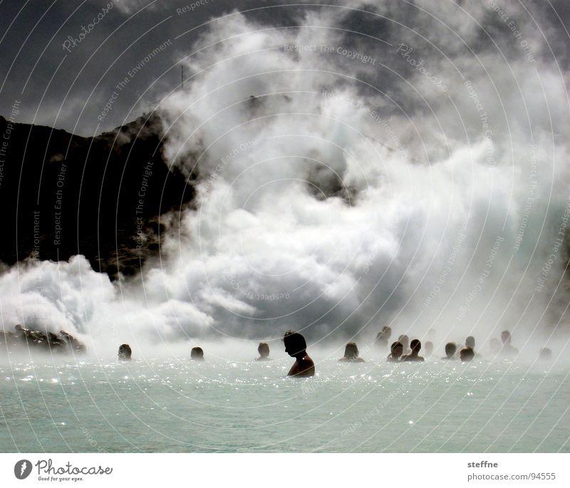 Dampfbad I Mann Wasser Erholung Einsamkeit Wolken ruhig Berge u. Gebirge Wärme Gesundheit Menschengruppe Schwimmen & Baden Brand Bad Schwimmbad Frieden Rauch