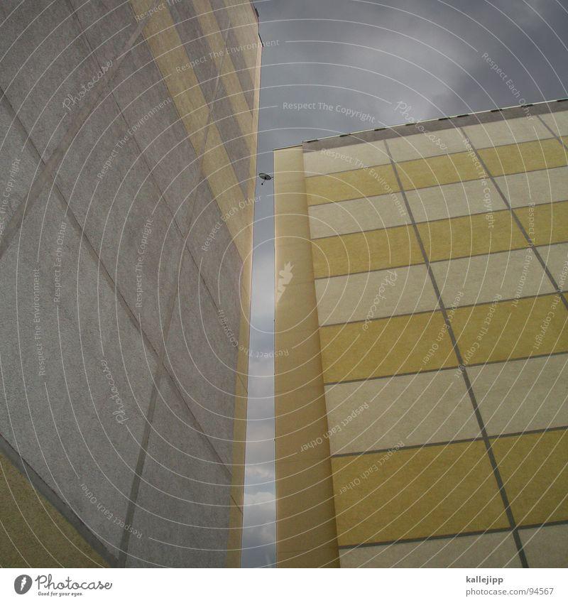 fern-sehen Fernsehen Fernsehsender Hochhaus Balkon Fassade Fenster Wohnanlage Stadt rund Pastellton Beton Etage Selbstmörder Raum Mieter Leben live Ghetto
