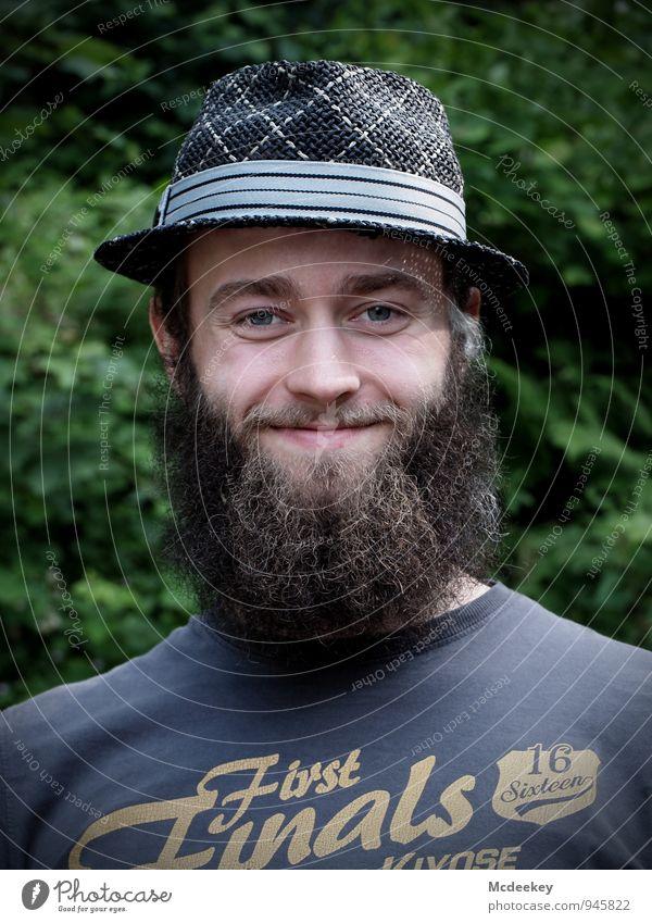 Der Mann kommt nicht mit einem Schnurrbart auf die Welt (2) Mensch maskulin Junger Mann Jugendliche Erwachsene Gesicht 1 18-30 Jahre Lächeln Blick stehen