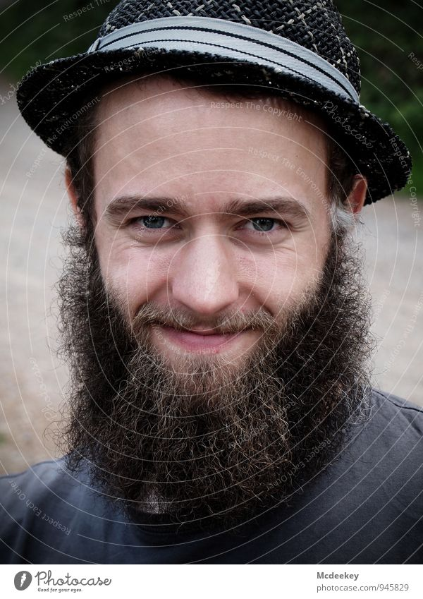 Der Mann kommt nicht mit einem Schnurrbart auf die Welt (1) Mensch maskulin Junger Mann Jugendliche Erwachsene Gesicht 18-30 Jahre Lächeln Blick authentisch