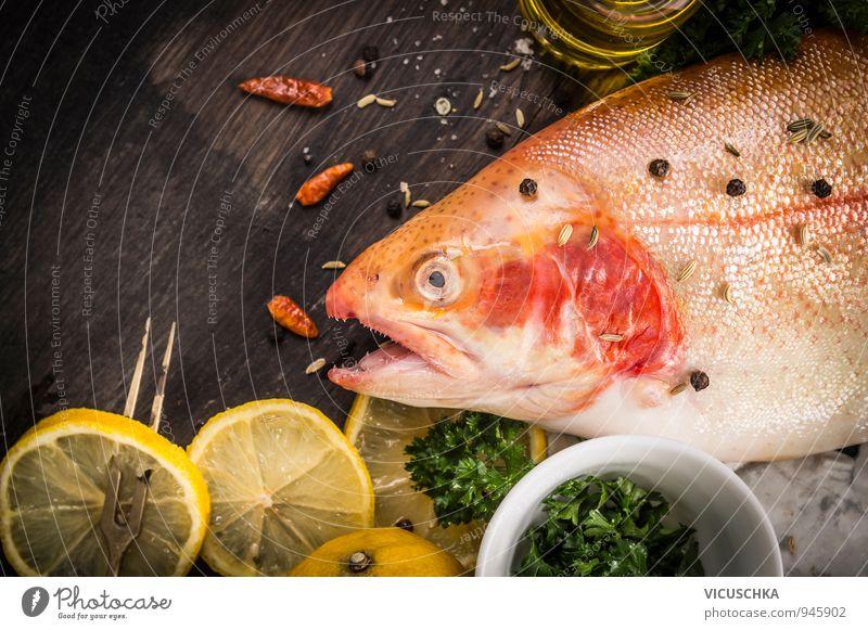 Regenbogenforelle roh mit Zitrone,Öl und gewürzen Natur dunkel Holz Hintergrundbild Lebensmittel Frucht Design Ernährung Tisch weich Kochen & Garen & Backen