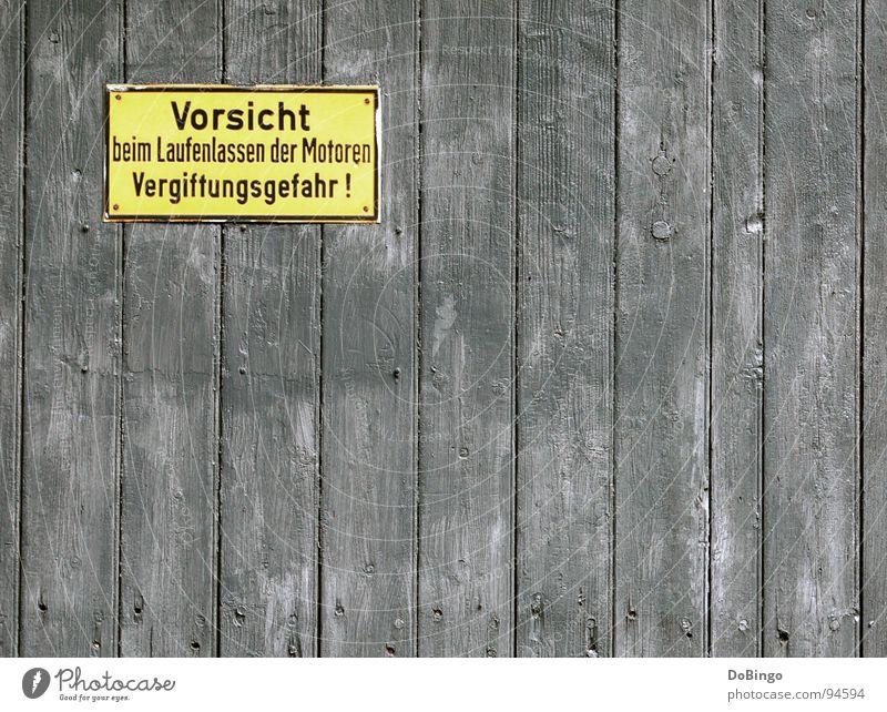 Vorsicht - Erblindungsgefahr gelb Wand Holz grau Metall Schilder & Markierungen gefährlich bedrohlich verfallen Rost Holzbrett Respekt Motor Warnhinweis achtsam