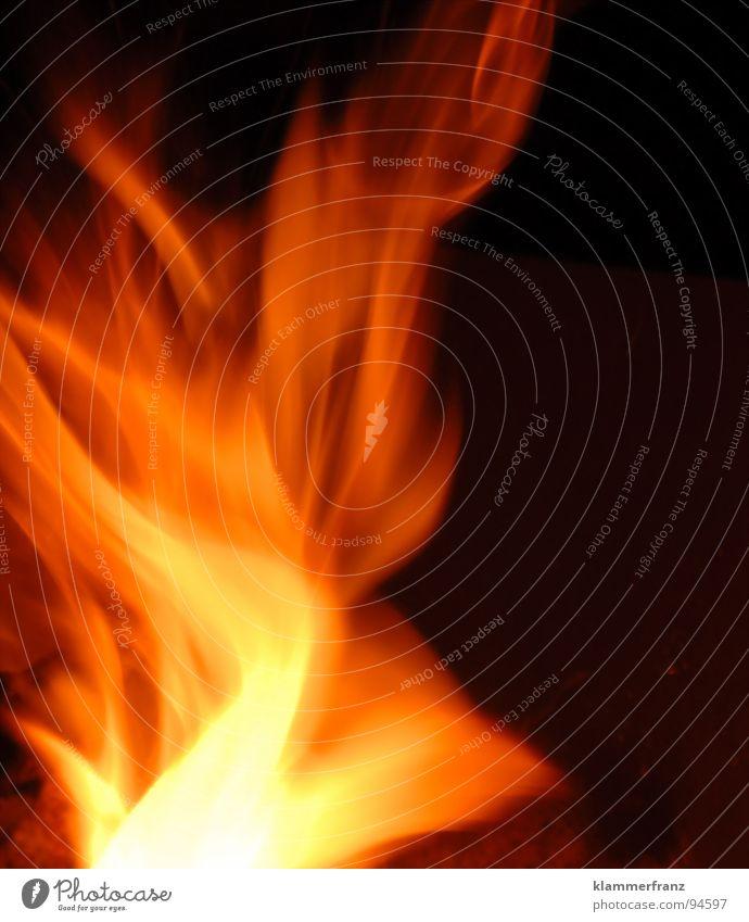 I Believe in Zusammensein Physik Glut brennen heiß schwarz gelb rot Explosion glühend Nacht anzünden Rascheln Langzeitbelichtung Sommer Yesterday sitzen Brand