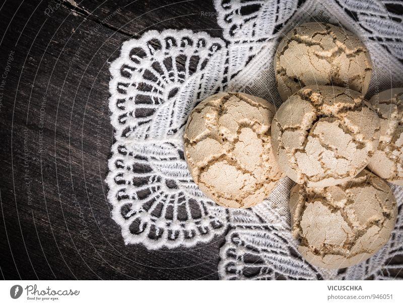Kekse mit Rissen auf einer weißen Spitzen Serviette. Weihnachten & Advent Hintergrundbild Lebensmittel Freizeit & Hobby Ernährung retro Kochen & Garen & Backen