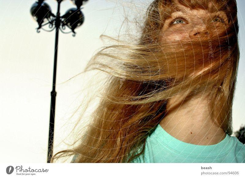 windy blond Himmel beige Freude Farbe Wind sky lamp color blue Außenaufnahme