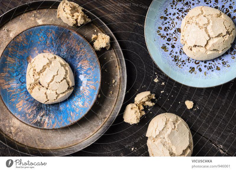 Meringue mit Rissen in alten Schüsseln dunkel Stil Foodfotografie Design Kochen & Garen & Backen Küche Süßwaren Schalen & Schüsseln Backwaren altehrwürdig