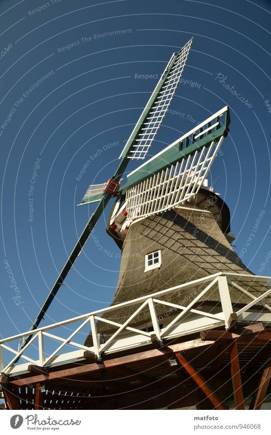 Windmühle auf Norderney Museum Umwelt Luft Wolkenloser Himmel Schönes Wetter Nordsee Insel Bauwerk Fenster Balkon Flügel Sehenswürdigkeit Holz drehen eckig