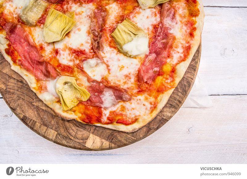 Pizza mit Artischocken auf Schneidebrett weiß rot gelb Hintergrundbild Holz Lifestyle braun oben Freizeit & Hobby Ernährung Perspektive Tisch