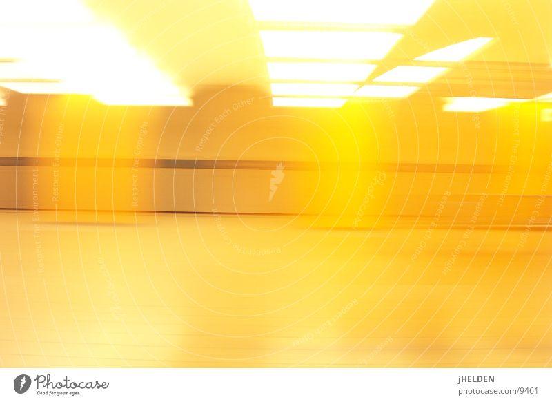 motionblur gelb offen München U-Bahn Bahnhof London Underground Verkehrsmittel unterirdisch Emotiondesign