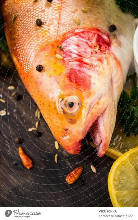 Regenbogenforelle Kopf mit Gewürzen Lebensmittel Fisch Kräuter & Gewürze Öl Ernährung Mittagessen Abendessen Festessen Bioprodukte Vegetarische Ernährung Diät