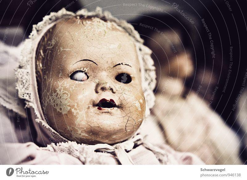 *zwinker zwinker* Dekoration & Verzierung Kinderzimmer Kindheit Gesicht 1 Mensch Sammlung Sammlerstück alt sitzen authentisch bedrohlich gruselig kaputt retro