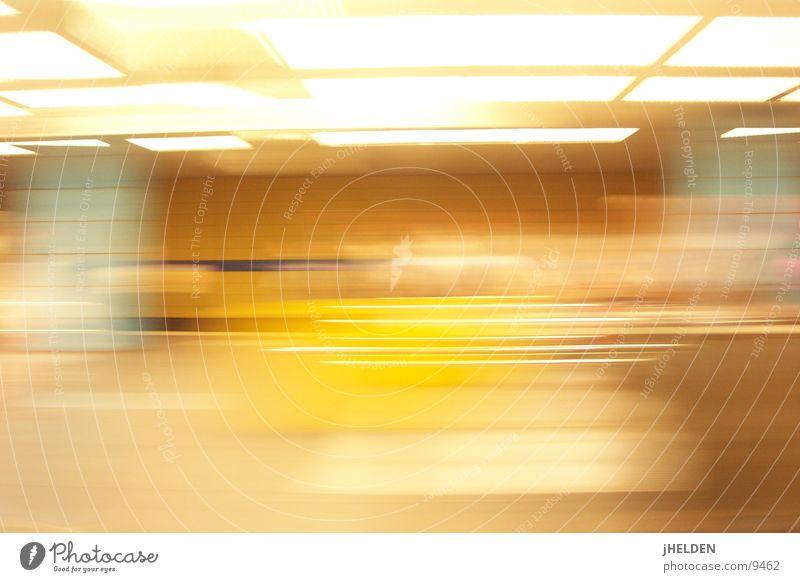 motionblur München Langzeitbelichtung London Underground U-Bahn offen Verkehrsmittel gelb Emotiondesign unterirdisch Bahnhof longtime exposure munich mvv
