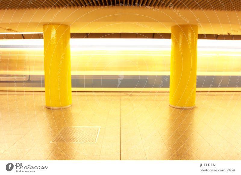 motionblur gelb offen München U-Bahn Bahnhof London Underground Verkehrsmittel unterirdisch England Emotiondesign