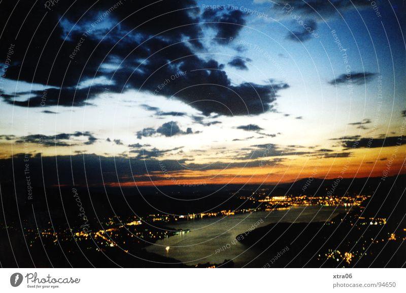 Annecy 2 Wasser Himmel blau schwarz Wolken dunkel Berge u. Gebirge See groß Aussicht Frankreich spät Gewässer Annecy Lac d'Annecy
