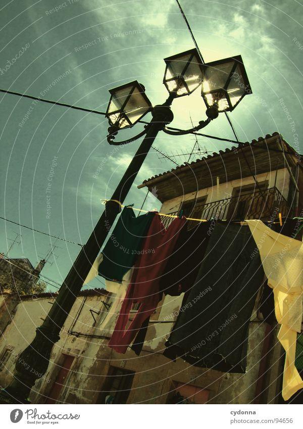 Stadtbilder II Portugal Verfall Ferien & Urlaub & Reisen Tourismus entdecken fremd Antenne Wäsche Bekleidung Wäscheleine Gasse Haus Dach Sommer Romantik schön
