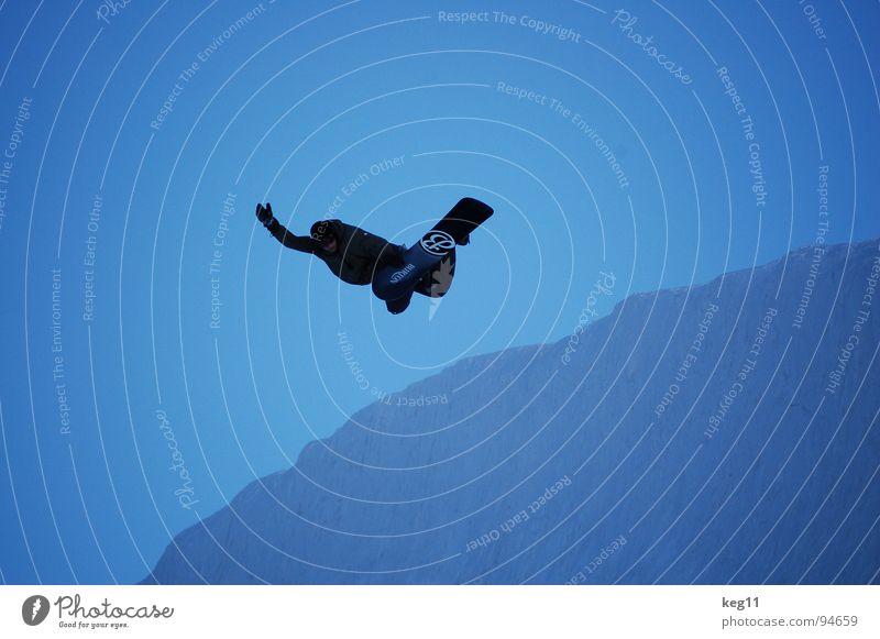 backside air Himmel Ferien & Urlaub & Reisen blau Freude Winter dunkel Berge u. Gebirge Schnee Sport Spielen Freiheit fliegen springen hoch Körperhaltung Alpen