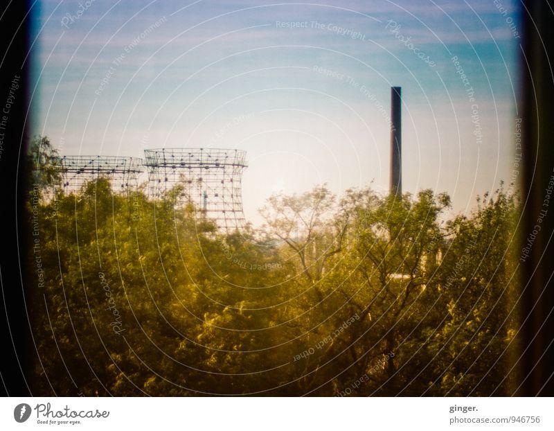 AST7 Pott | Herbstidylle Stadt Essen Stadtrand Skyline Industrieanlage Fabrik Turm Bauwerk blau gelb grün Ruhrgebiet Schornstein Gitter Fensterscheibe Ecke