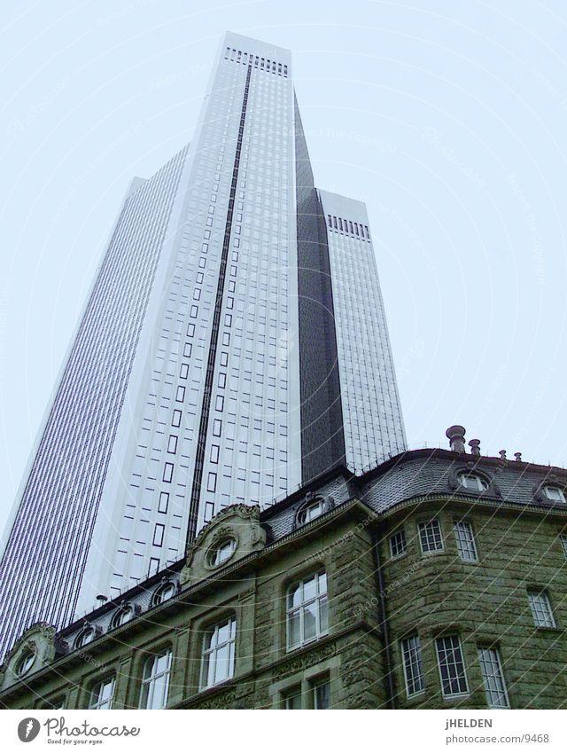 Frankfurt Trianon Himmel alt blau Stadt Architektur Stil Glas Beton modern Hochhaus neu historisch Stahl Frankfurt am Main Main Versicherung