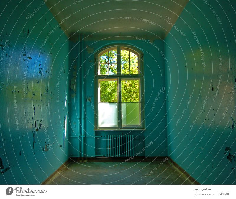 Heilstätte Haus Raum Ruine Gebäude Fenster alt Traurigkeit kaputt Einsamkeit Angst Farbe Vergänglichkeit Eingang Putz verfallen Sanatorium beklemmend Schicksal