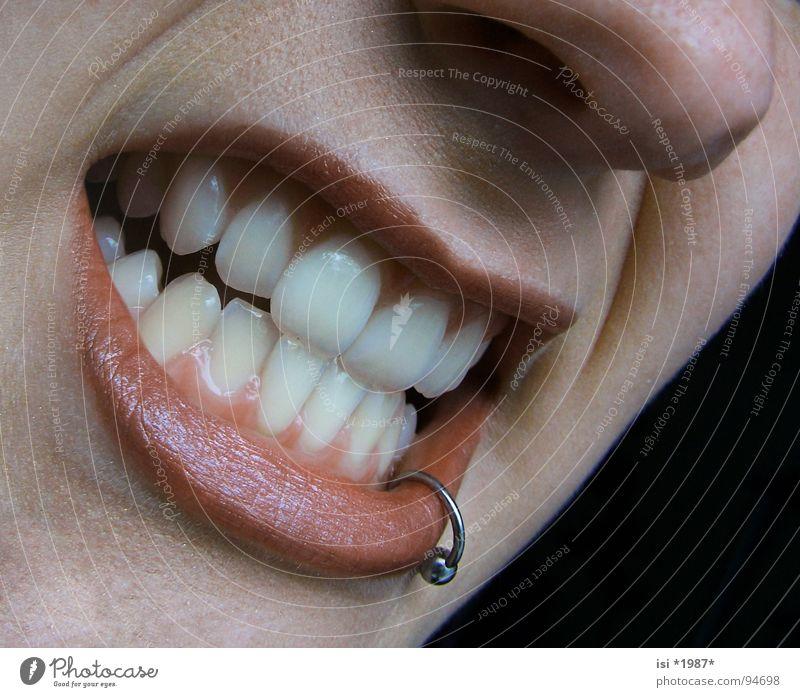 I´m so bad Piercing Lippen Zahnfleisch böse ärgerlich Wut Grimasse Ärger Makroaufnahme Nahaufnahme gefährlich Mund Mouth Teeth Nase Nose Haut Skin Falte Gesicht