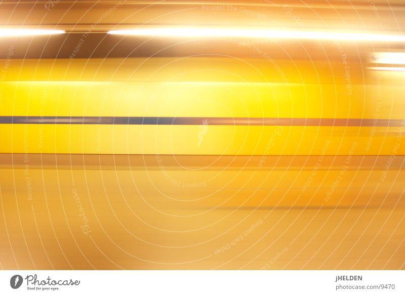 motionblur gelb offen München U-Bahn Bahnhof Verkehrsmittel unterirdisch London Underground Emotiondesign