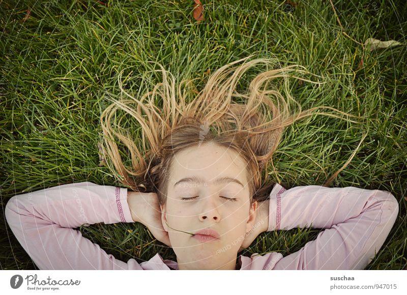 chillen II Mensch Kind Natur Jugendliche Junge Frau Erholung ruhig Mädchen Gesicht Auge Herbst Wiese feminin Gras Haare & Frisuren Kopf
