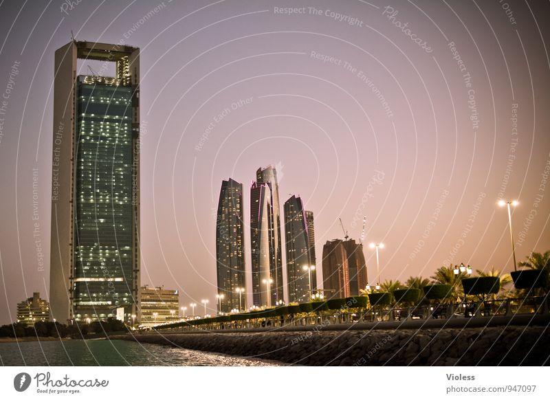 Abu Dhabi Night Ferne dunkel Architektur Beleuchtung Gebäude leuchten Tourismus Hochhaus Brücke Abenteuer Turm Kitsch Bauwerk Skyline entdecken Hauptstadt