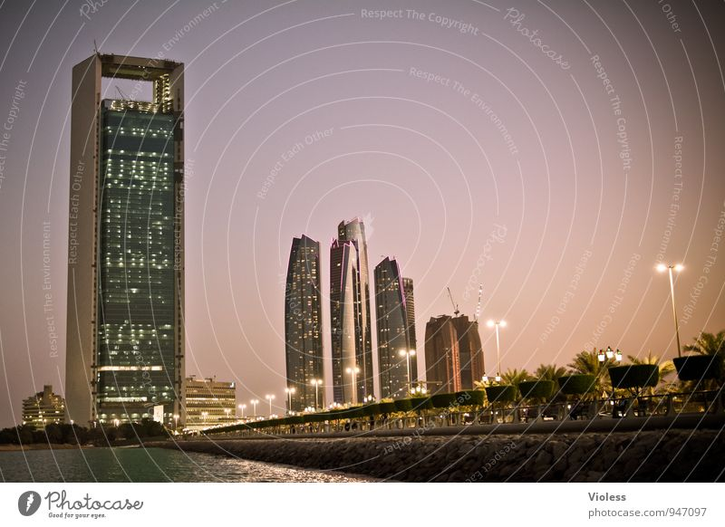 Abu Dhabi Night Tourismus Abenteuer Ferne Sightseeing Städtereise Hauptstadt Skyline Hochhaus Brücke Turm Bauwerk Gebäude Architektur Sehenswürdigkeit