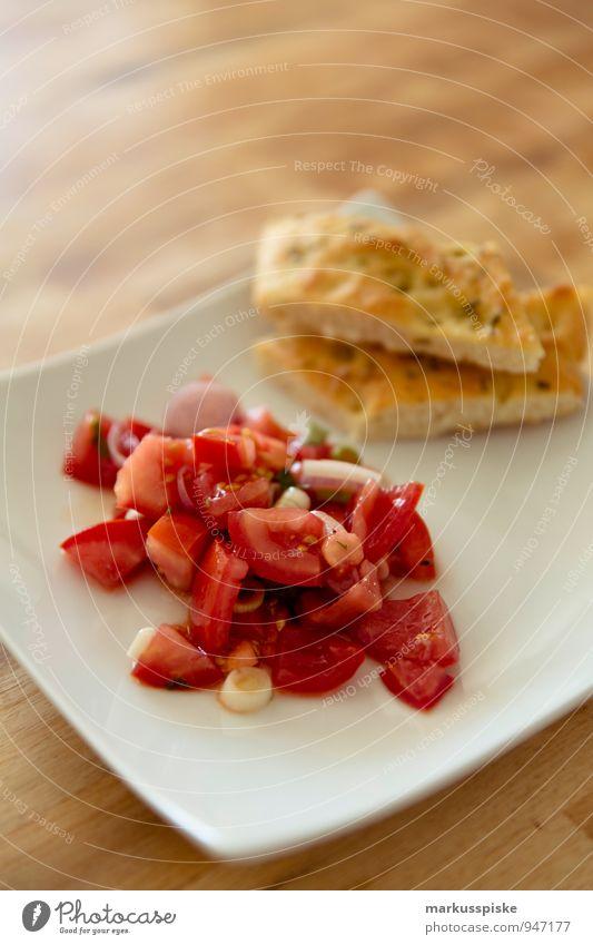 tomatensalat mit focaccia Gesunde Ernährung Leben Essen Gesundheit Lifestyle Lebensmittel Wohnung Häusliches Leben genießen Kräuter & Gewürze Küche Gemüse