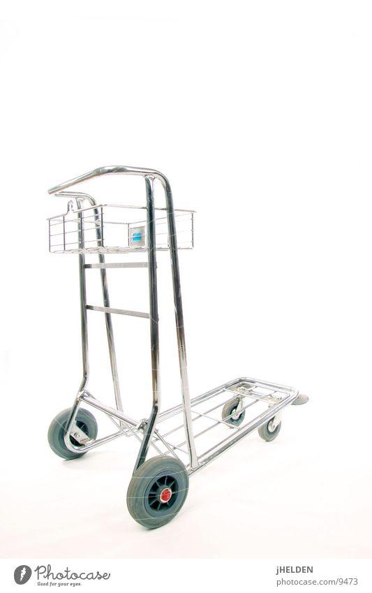 heavy duty shopping cart Handel Flughafen Einkaufswagen weiß Karre Farbfoto Studioaufnahme Menschenleer Freisteller Hintergrund neutral Kunstlicht Licht
