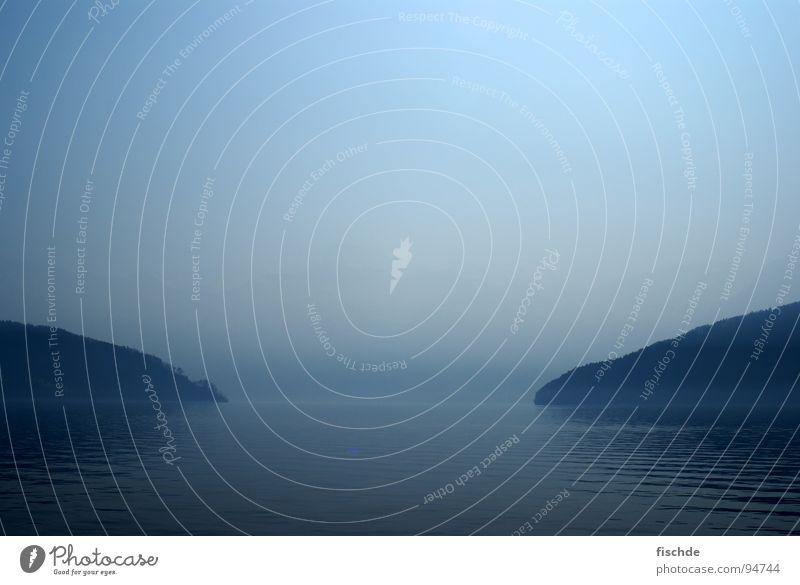 stille wasser sind... Wasser Meer blau ruhig dunkel kalt Berge u. Gebirge See Küste Wellen Nebel Aussicht Am Rand Glätte Oberfläche friedlich