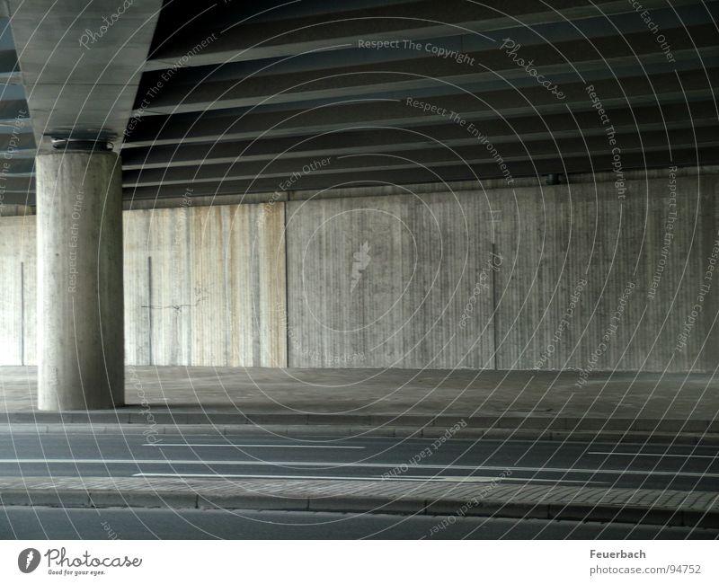 endlich kein Auto Einsamkeit Straße grau Linie Beton Verkehr einfach Tunnel Verkehrswege Autofahren Säule Düsseldorf harmonisch graphisch Einfahrt unterirdisch
