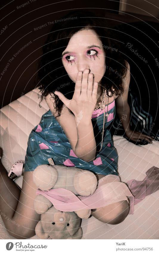 ohh Hand schön Gesicht Auge Kopf Traurigkeit Mund Schuhe rosa Trauer Bett Kleid violett Quadrat Schminke schließen