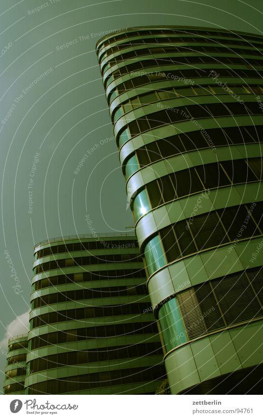 Neubau Himmel Stadt Haus Fenster Berlin Glas Fassade modern Hochhaus rund Etage Management Unternehmen Verwaltung Bürogebäude