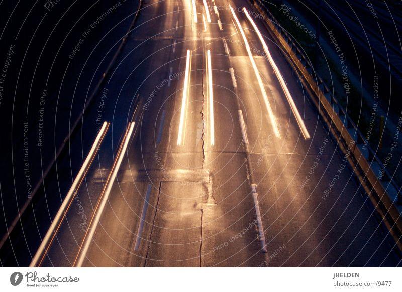 HiSpeed Motorsport Verkehr Straße Autobahn Geschwindigkeit Emotiondesign car street geschwingigkeit fast Eile hurry light Scheinwerfer night lanzeitbelichtung