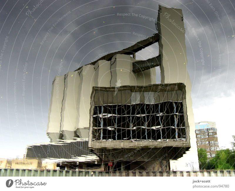 (BSK) Spiegelung am Kanal Gewitterwolken Hafen Gebäude Architektur Fenster fantastisch retro Stimmung Surrealismus Irritation Wandel & Veränderung