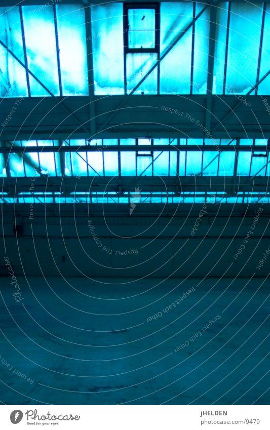 Fabrikhalle alt blau Architektur Fabrik historisch Lagerhalle Messe Lager Ausstellung Fabrikhalle Oberlicht Emotiondesign
