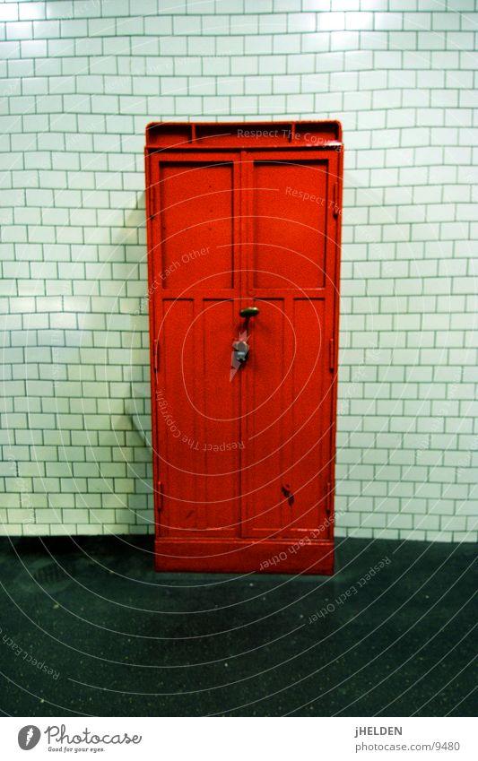 Red Box alt weiß rot Tür Brand Industrie Fliesen u. Kacheln U-Bahn Kasten Lautsprecher Bahnhof fließen unterirdisch London Underground Notfall