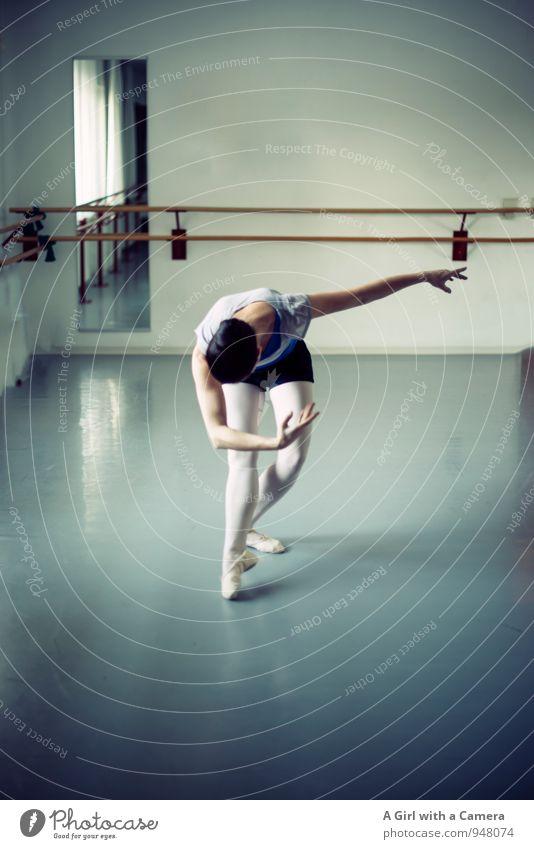 Mensch Frau Jugendliche Junge Frau Erwachsene Bewegung Sport Beine elegant Aktion Tanzen Fitness dünn Sport-Training Balletttänzer 30-45 Jahre