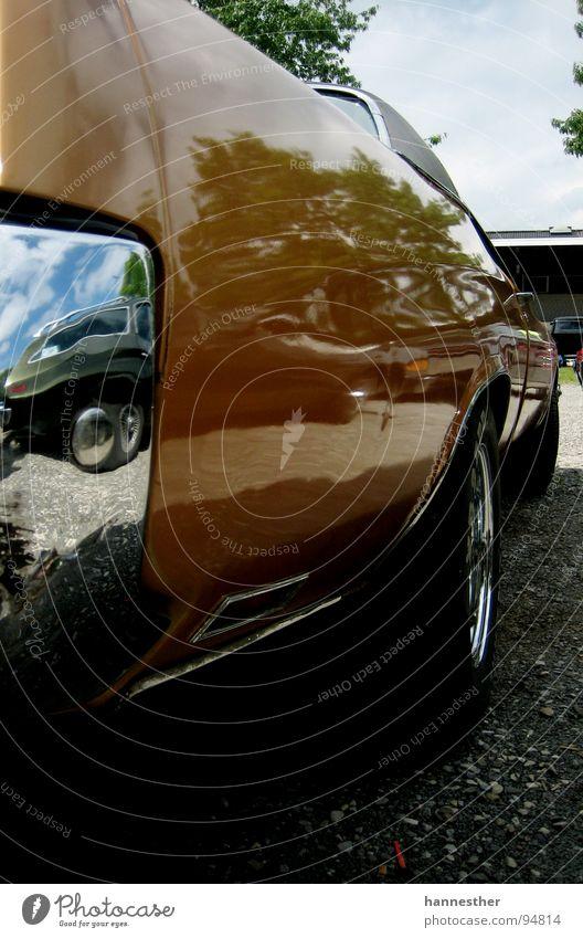 schokoladenseite Oldtimer fantastisch braun KFZ Chrom lecker fahren Ferien & Urlaub & Reisen Motor stark Heck Rücklicht Muscle-Car unten Reflexion & Spiegelung