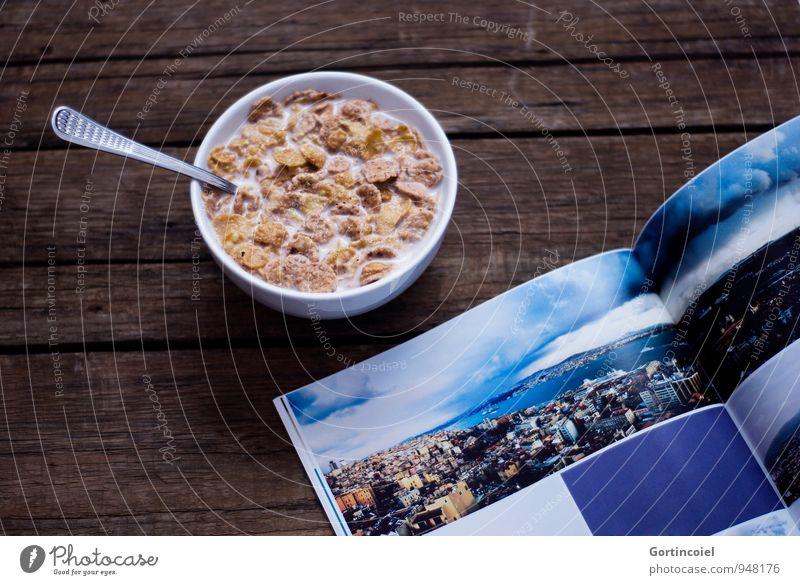 Snack Lebensmittel Ernährung Buch Fotografie süß lecker Frühstück Schalen & Schüsseln Holztisch Zeitschrift Milch Löffel Cornflakes Mahlzeit