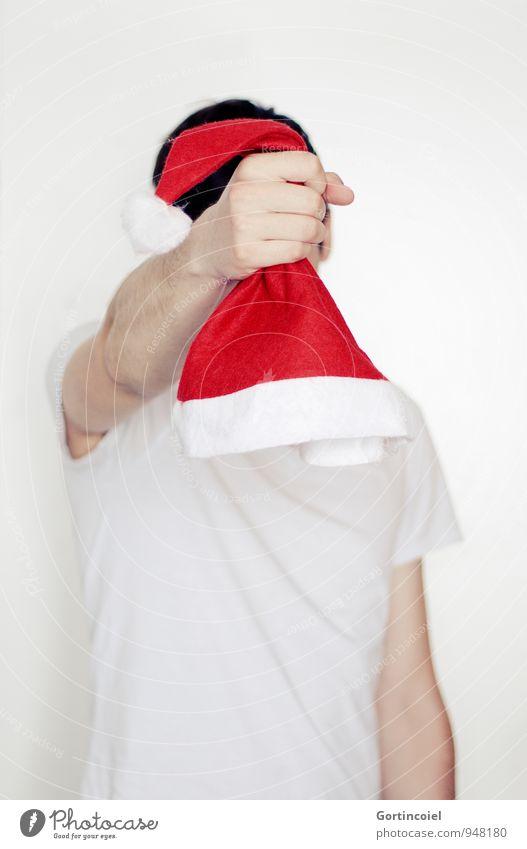 Nikolaus Mensch maskulin Junger Mann Jugendliche Hand 1 18-30 Jahre Erwachsene rot schwarz weiß Weihnachten & Advent Weihnachtsmann Nikolausmütze Farbfoto