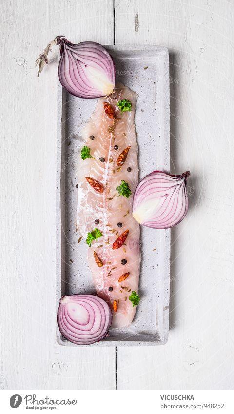 Hering Filet mit Hälften rote Zwiebel Lebensmittel Fisch Gemüse Kräuter & Gewürze Ernährung Mittagessen Abendessen Festessen Bioprodukte Vegetarische Ernährung