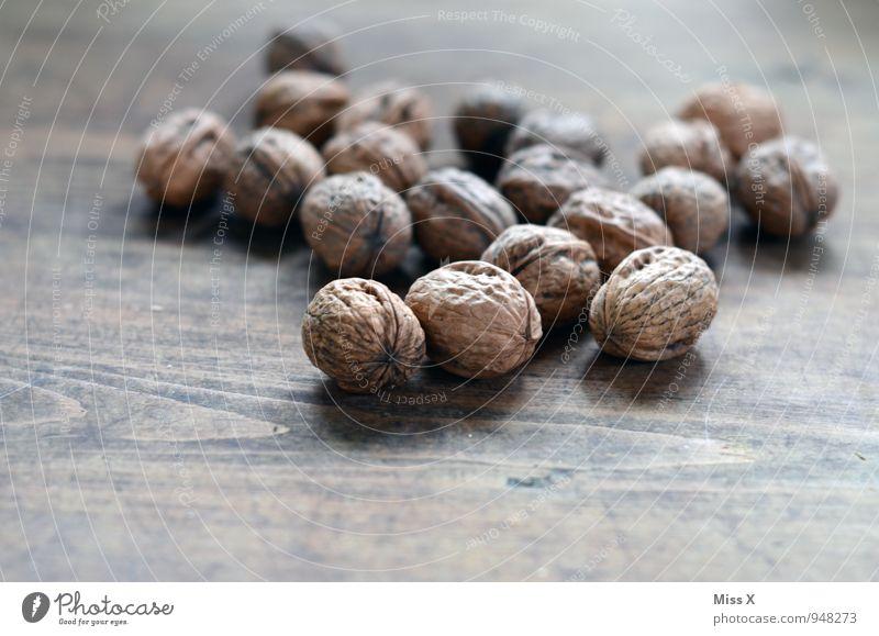 Nuts Lebensmittel Ernährung Bioprodukte Vegetarische Ernährung Gesunde Ernährung Gesundheit lecker Walnuss Nuss Nussschale hart Kerne Hülle Holz Farbfoto