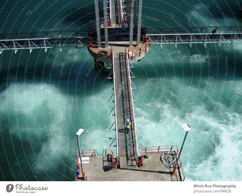 Schäumendes Wasser Meer grün blau Farbe Wasserfahrzeug Metall Wellen Architektur Wind Hafen Strahlung Glätte Mitarbeiter Prima Schaum Momentaufnahme