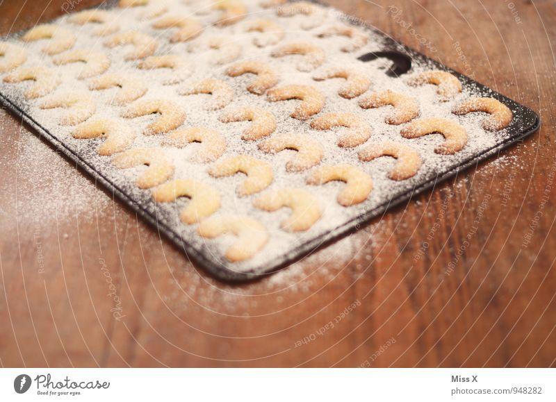 Kipferl Lebensmittel Teigwaren Backwaren Ernährung heiß lecker süß Plätzchen Vanille Puderzucker Weihnachtsgebäck Backblech Croissant Farbfoto Innenaufnahme