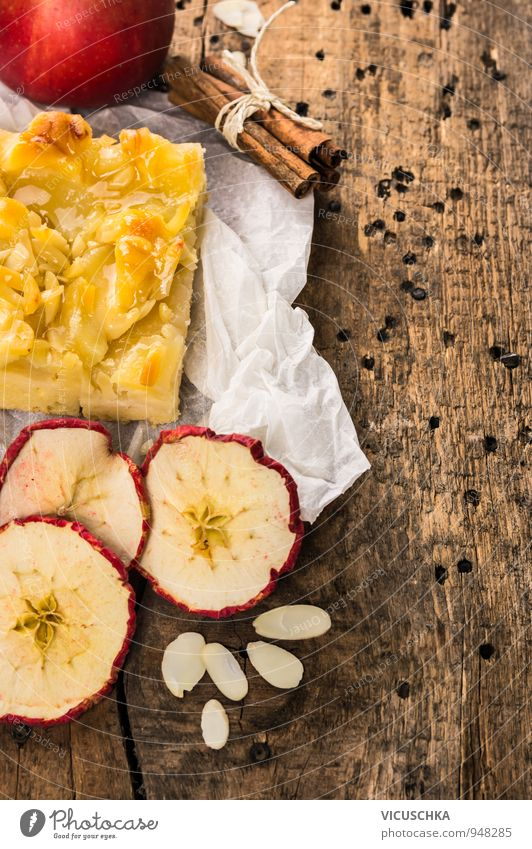 Apfelkuchen mit Zimt und Mandeln rot Winter gelb Hintergrundbild braun Lebensmittel Freizeit & Hobby Frucht Design Ernährung Papier Kochen & Garen & Backen
